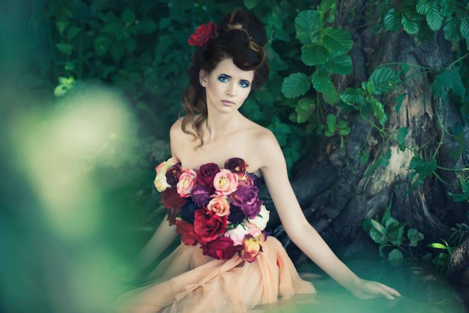 Zdjęcie z baśniowej sesji z kwiatami