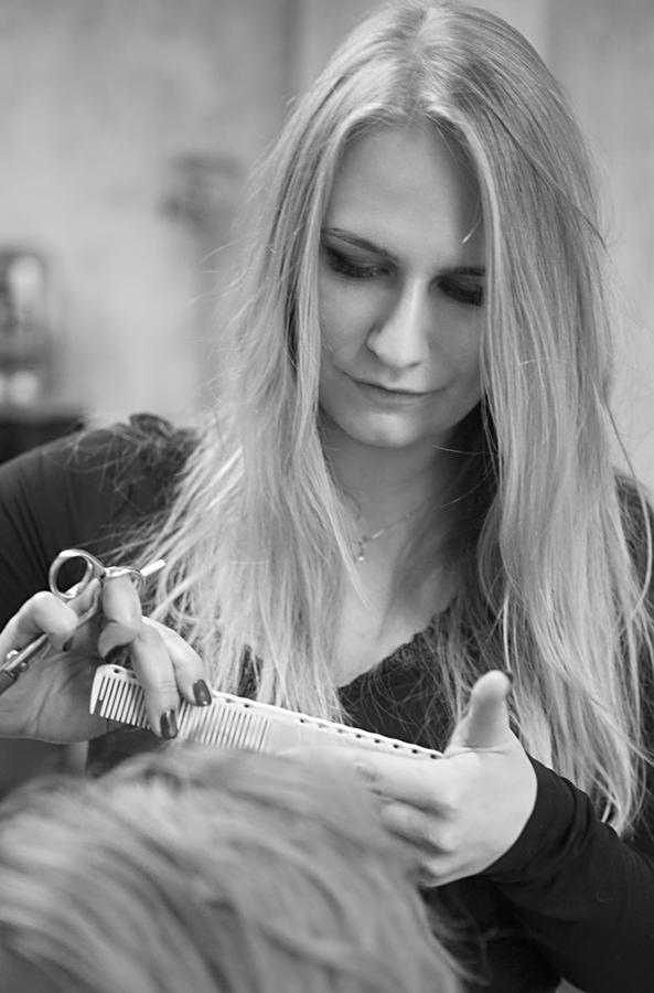 Portret Fryzjerki Dominika Prokopowicz
